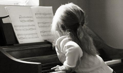 Τα παιδιά χρειάζονται την τέχνη και τη μουσική όσο την αγάπη